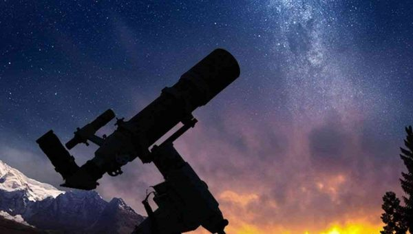What is the advantage of a large aperture telescope under 500?